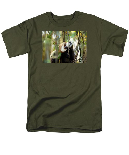 Men's T-Shirt  (Regular Fit) featuring the photograph Idgie In A Tree by Lisa L Silva