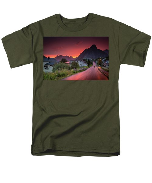 Lofoten Nightlife  Men's T-Shirt  (Regular Fit)