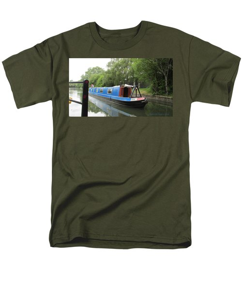 Loved-up On A Canal Boat - Park Royal Men's T-Shirt  (Regular Fit) by Mudiama Kammoh