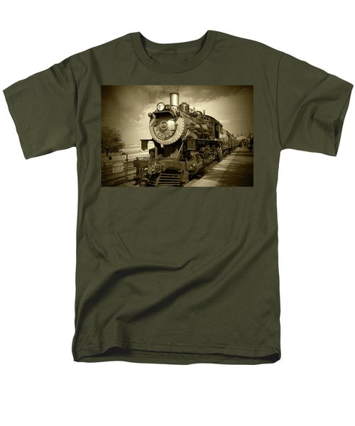Old 475 - Bw Men's T-Shirt  (Regular Fit) by Lou Ford