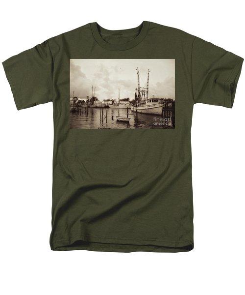Men's T-Shirt  (Regular Fit) featuring the photograph Oriental Harbor by Benanne Stiens
