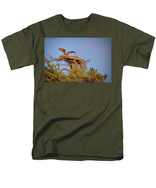 Men's T-Shirt  (Regular Fit) featuring the photograph Returning To The Nest by Rick Berk