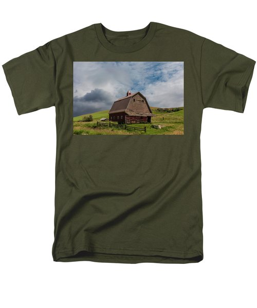Rustic Barn Palouse Washington Men's T-Shirt  (Regular Fit) by James Hammond