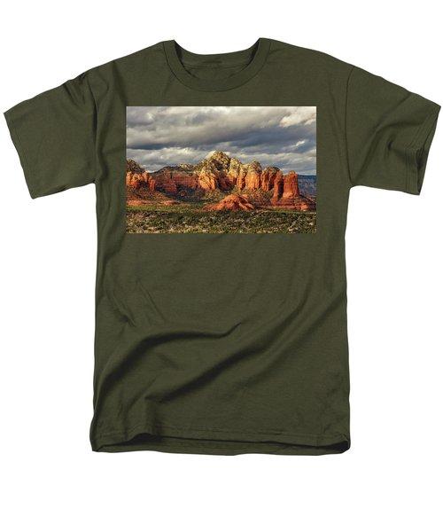 Men's T-Shirt  (Regular Fit) featuring the photograph Sedona Skyline by James Eddy