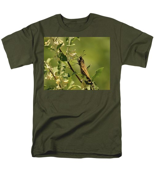 Men's T-Shirt  (Regular Fit) featuring the photograph Sipping In The Shade by Susan Capuano