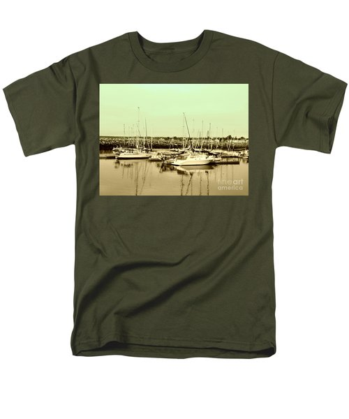 St. Lawrence Seaway Marina Men's T-Shirt  (Regular Fit)