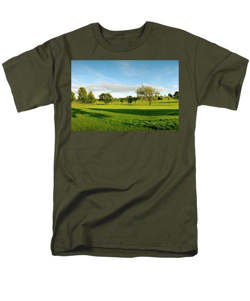 Stirling Golf Club 14th Men's T-Shirt  (Regular Fit) by Jan W Faul