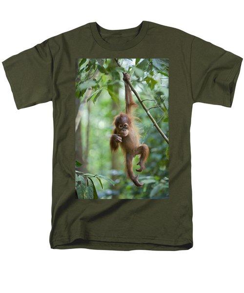 Sumatran Orangutan Pongo Abelii One Men's T-Shirt  (Regular Fit) by Suzi Eszterhas