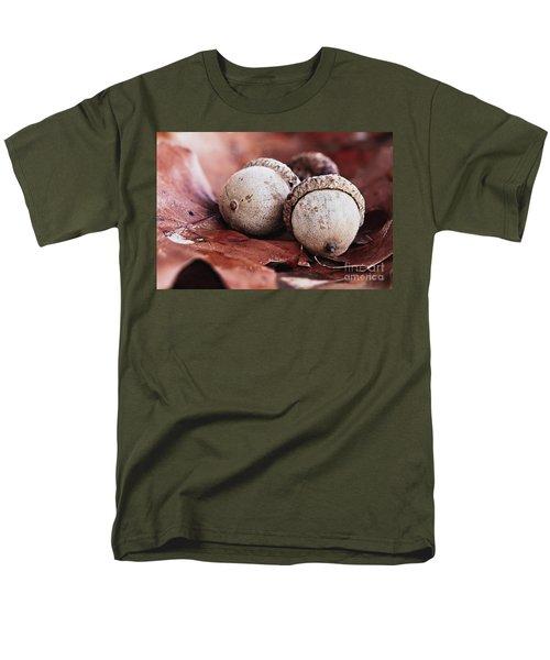 Three Acorns And Autumn Oak Leaves Men's T-Shirt  (Regular Fit)