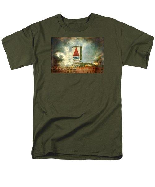 Vintage Kenmore Square Citgo Sign - Boston Red Sox Men's T-Shirt  (Regular Fit)
