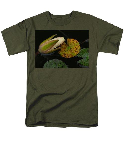 Wet Lily Men's T-Shirt  (Regular Fit)