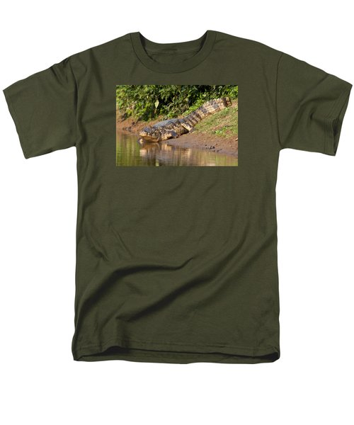 Alligator Crawling Into Yakuma River Men's T-Shirt  (Regular Fit)
