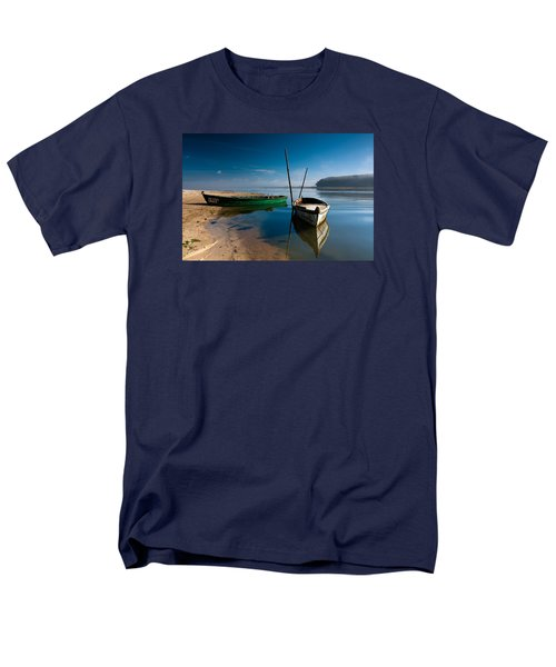 Men's T-Shirt  (Regular Fit) featuring the photograph Waiting by Edgar Laureano