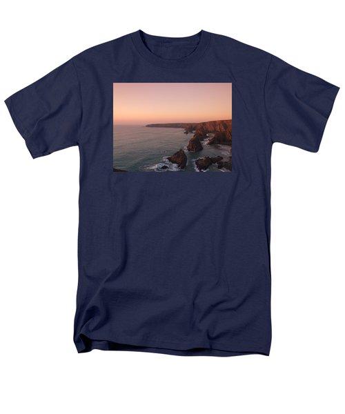 Bedruthan Steps Sunset Men's T-Shirt  (Regular Fit) by Helen Northcott