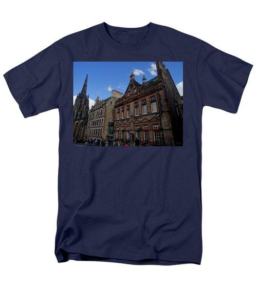 Museo Del Whisky Edimburgo Men's T-Shirt  (Regular Fit) by Eduardo Abella