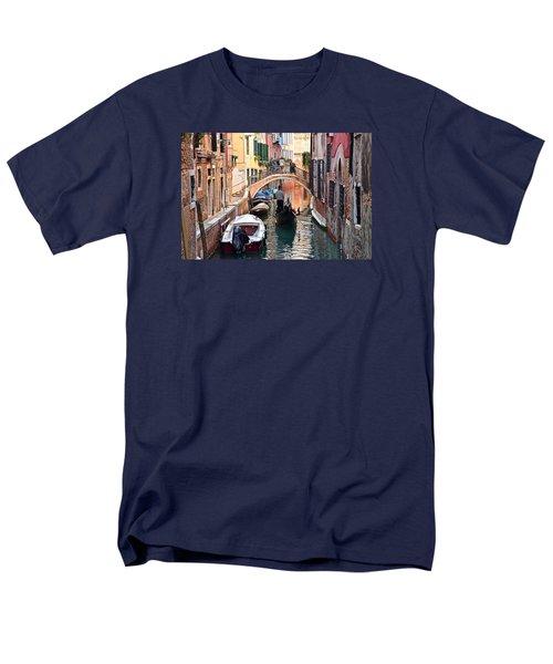 Venice Gondolier Men's T-Shirt  (Regular Fit) by Frozen in Time Fine Art Photography