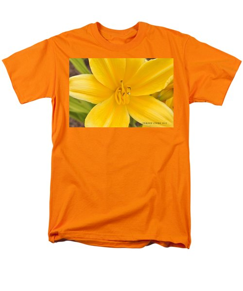 Men's T-Shirt  (Regular Fit) featuring the photograph The Lily From Kentucky by Verana Stark