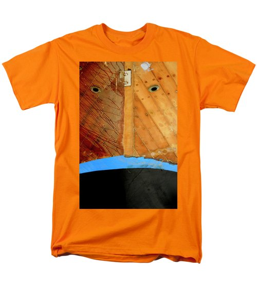 Men's T-Shirt  (Regular Fit) featuring the photograph The Face by Pedro Cardona