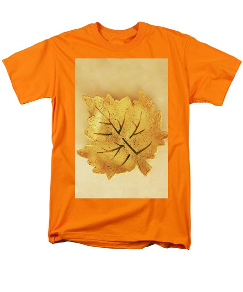 Leaf Plate2 Men's T-Shirt  (Regular Fit) by Itzhak Richter