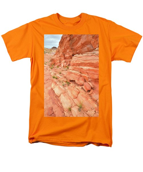 Men's T-Shirt  (Regular Fit) featuring the photograph Sandstone Wall In Valley Of Fire by Ray Mathis