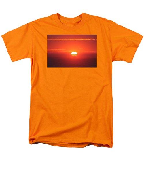 Challenging The Sun Men's T-Shirt  (Regular Fit)