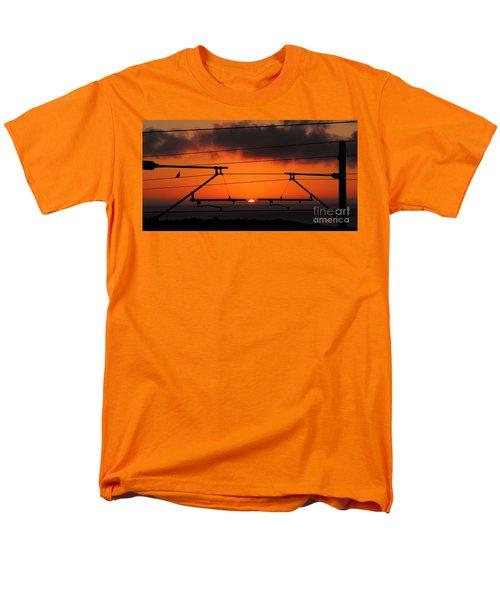 Men's T-Shirt  (Regular Fit) featuring the photograph Top Notch Spot by Linda Hollis