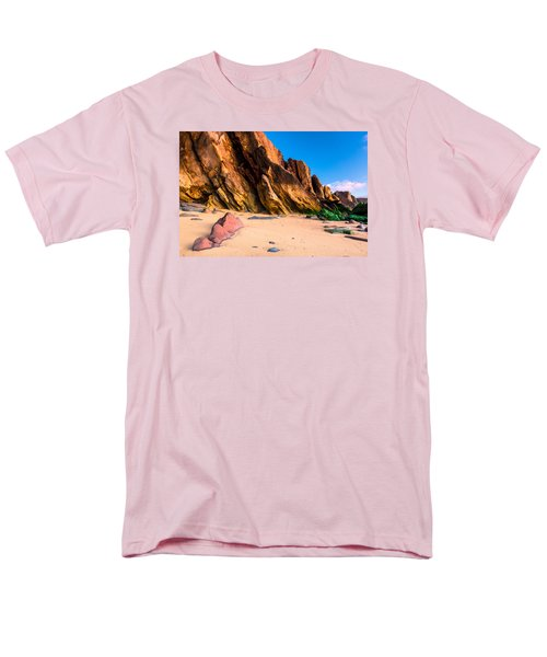 Men's T-Shirt  (Regular Fit) featuring the photograph Dinosaur Tail by Edgar Laureano