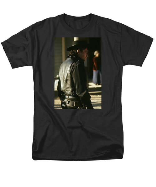 Men's T-Shirt  (Regular Fit) featuring the photograph  Johnny Cash About To Draw On Kirk Douglas Old Tucson Arizona 1971 by David Lee Guss