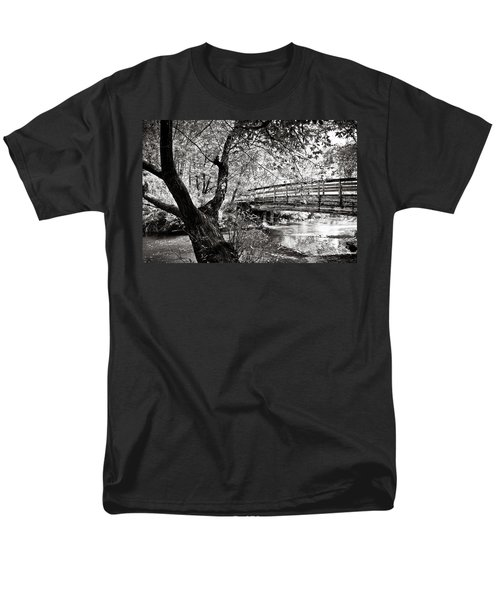 Bridge At Ellison Park Men's T-Shirt  (Regular Fit)