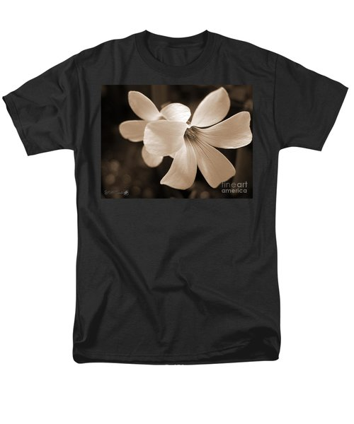 Oxalis Triangularis Or Burgundy Shamrock Men's T-Shirt  (Regular Fit) by J McCombie