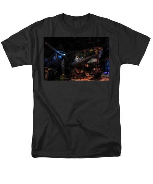 B-17 Exhibit In Hdr Men's T-Shirt  (Regular Fit)