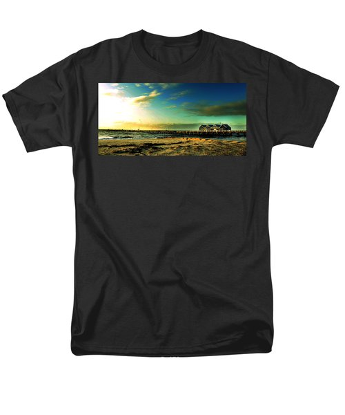 Busselton Jetty Men's T-Shirt  (Regular Fit) by Yew Kwang