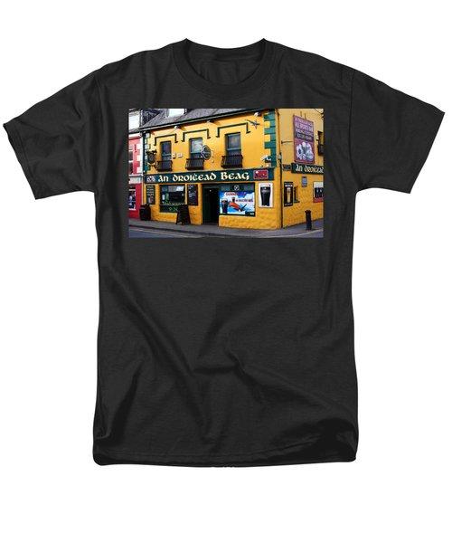 Dingle County Kerry Ireland Men's T-Shirt  (Regular Fit)