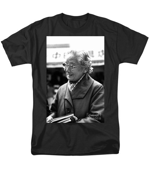 Men's T-Shirt  (Regular Fit) featuring the photograph Friendly Stranger by Ellen Cotton