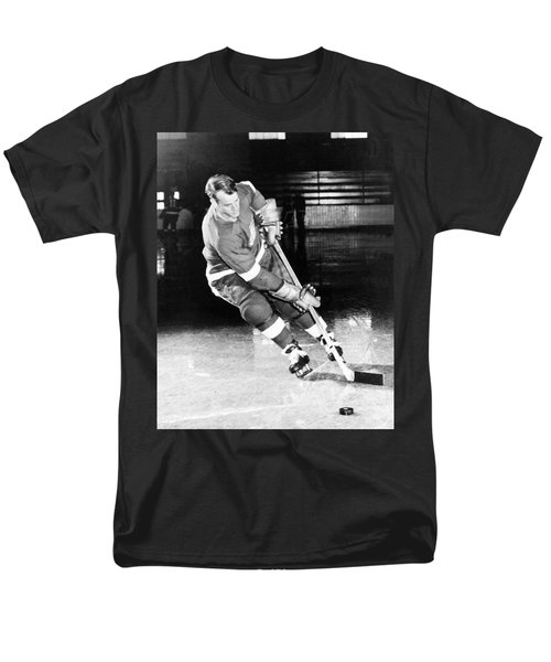 Gordie Howe Skating With The Puck Men's T-Shirt  (Regular Fit) by Gianfranco Weiss