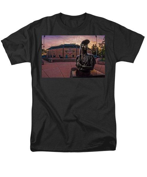Hank Aaron Statue Men's T-Shirt  (Regular Fit) by Tom Gort