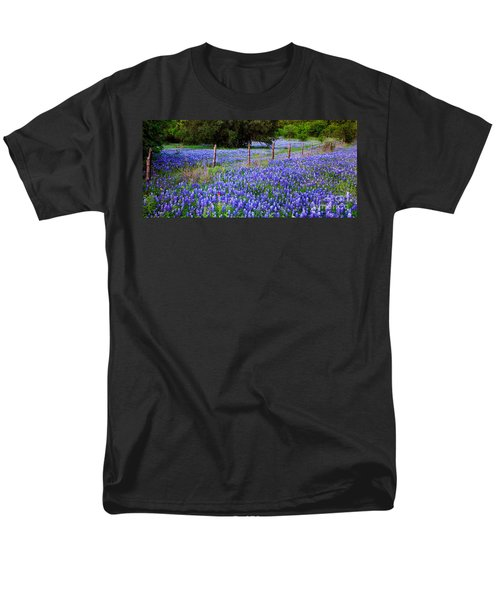 Hill Country Heaven - Texas Bluebonnets Wildflowers Landscape Fence Flowers Men's T-Shirt  (Regular Fit)