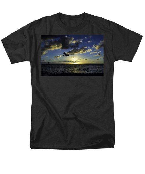 jetBlue landing at St. Maarten Men's T-Shirt  (Regular Fit) by David Gleeson