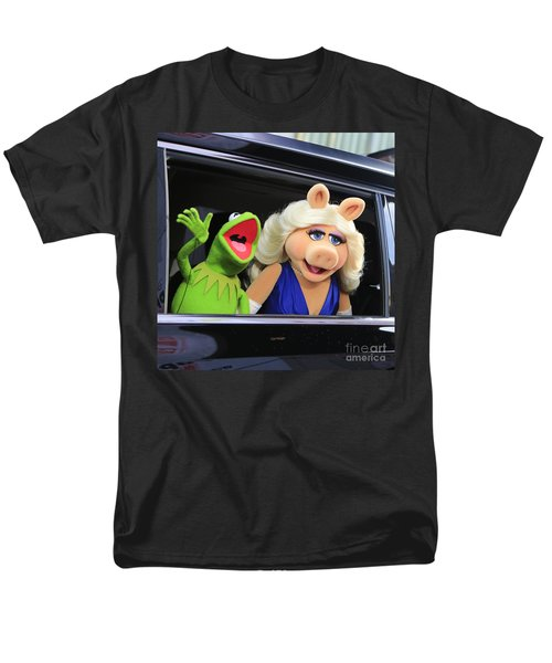 Kermit Takes Miss Piggy To The Movies Men's T-Shirt  (Regular Fit) by Nina Prommer