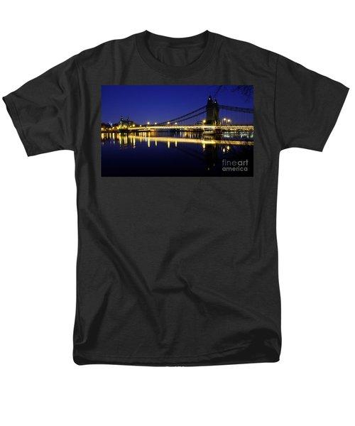 Men's T-Shirt  (Regular Fit) featuring the photograph London 11 by Mariusz Czajkowski