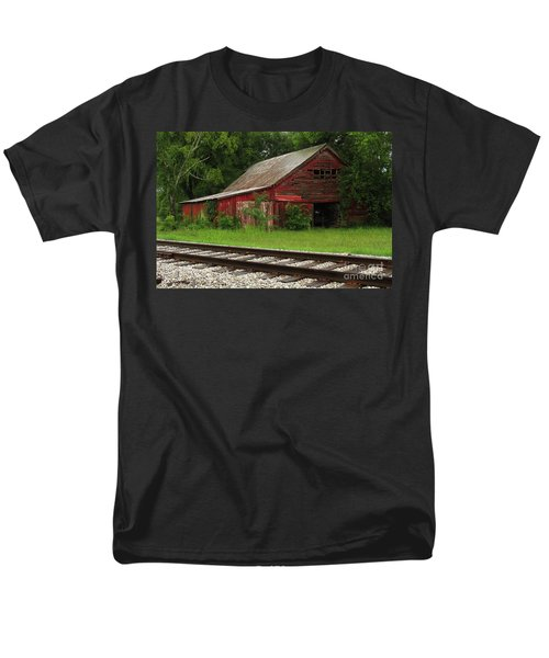 On A Tennessee Back Road Men's T-Shirt  (Regular Fit)