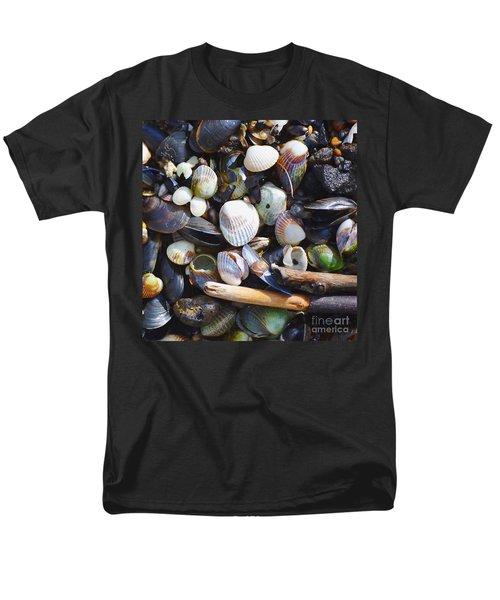 Seashells Men's T-Shirt  (Regular Fit) by Tine Nordbred