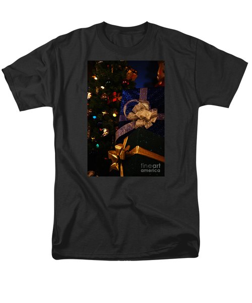 Men's T-Shirt  (Regular Fit) featuring the photograph Sparkle Ribbon And Bows by Linda Shafer