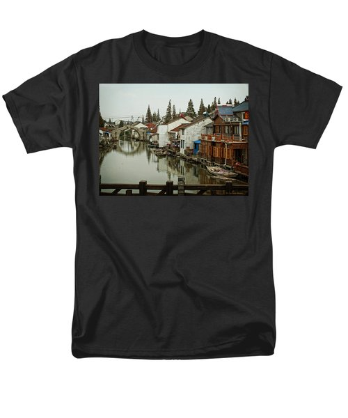 Men's T-Shirt  (Regular Fit) featuring the photograph The Asian Venice  by Lucinda Walter