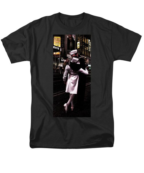 The Kiss In Times Square Men's T-Shirt  (Regular Fit) by Evie Carrier
