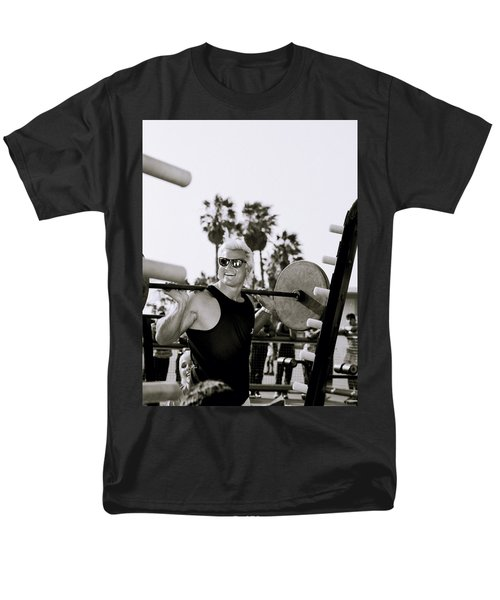 Tom Platz In Los Angeles Men's T-Shirt  (Regular Fit) by Shaun Higson