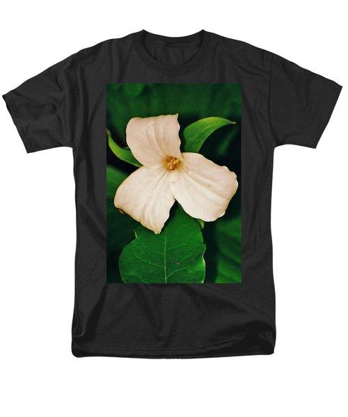 Men's T-Shirt  (Regular Fit) featuring the photograph Trillium by Daniel Thompson