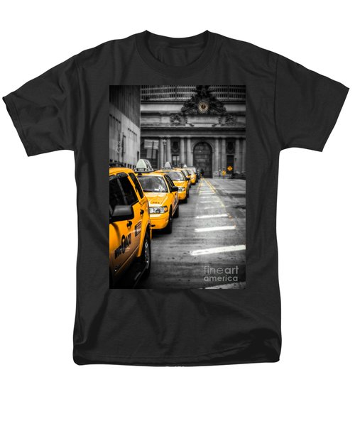 Yellow Cabs Waiting - Grand Central Terminal - Bw O Men's T-Shirt  (Regular Fit) by Hannes Cmarits
