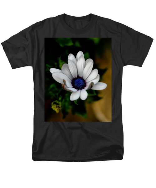 Men's T-Shirt  (Regular Fit) featuring the photograph African Daisy by Lynne Jenkins