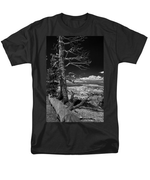 Bryce Canyon - Dead Tree Black And White Men's T-Shirt  (Regular Fit) by Larry Carr